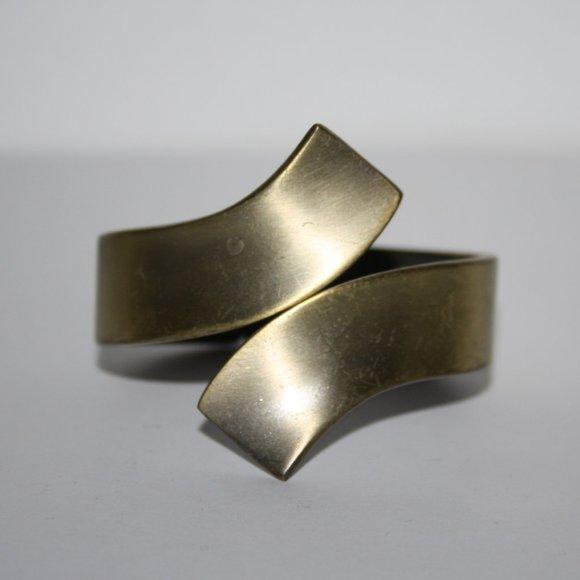 Brushed gold hinged bangle bracelet